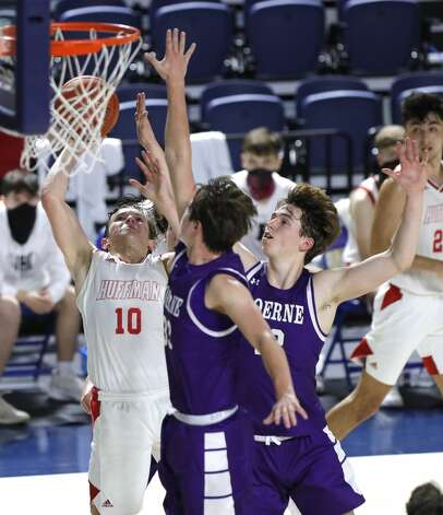 Huffman point guard Jacob Harvey (10) makes a shot past Boerne forward Devin Styles (33) and guard Luke Whidbee (12) during the third quarter of a Class 4A state semifinal game at Delmar Fieldhouse, Tuesday, March 9, 2021, in Houston. Huffman defeated Boerne 55-49. Photo: Jason Fochtman/Staff Photographer / 2021 ? Houston Chronicle