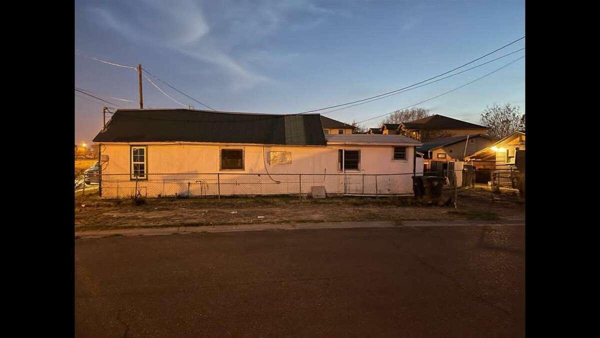 U.S. Border Patrol and the Webb County Precinct 2 Constable's Office shut down this central Laredo stash house. Authorities detained 13 immigrants who had crossed the border illegally.