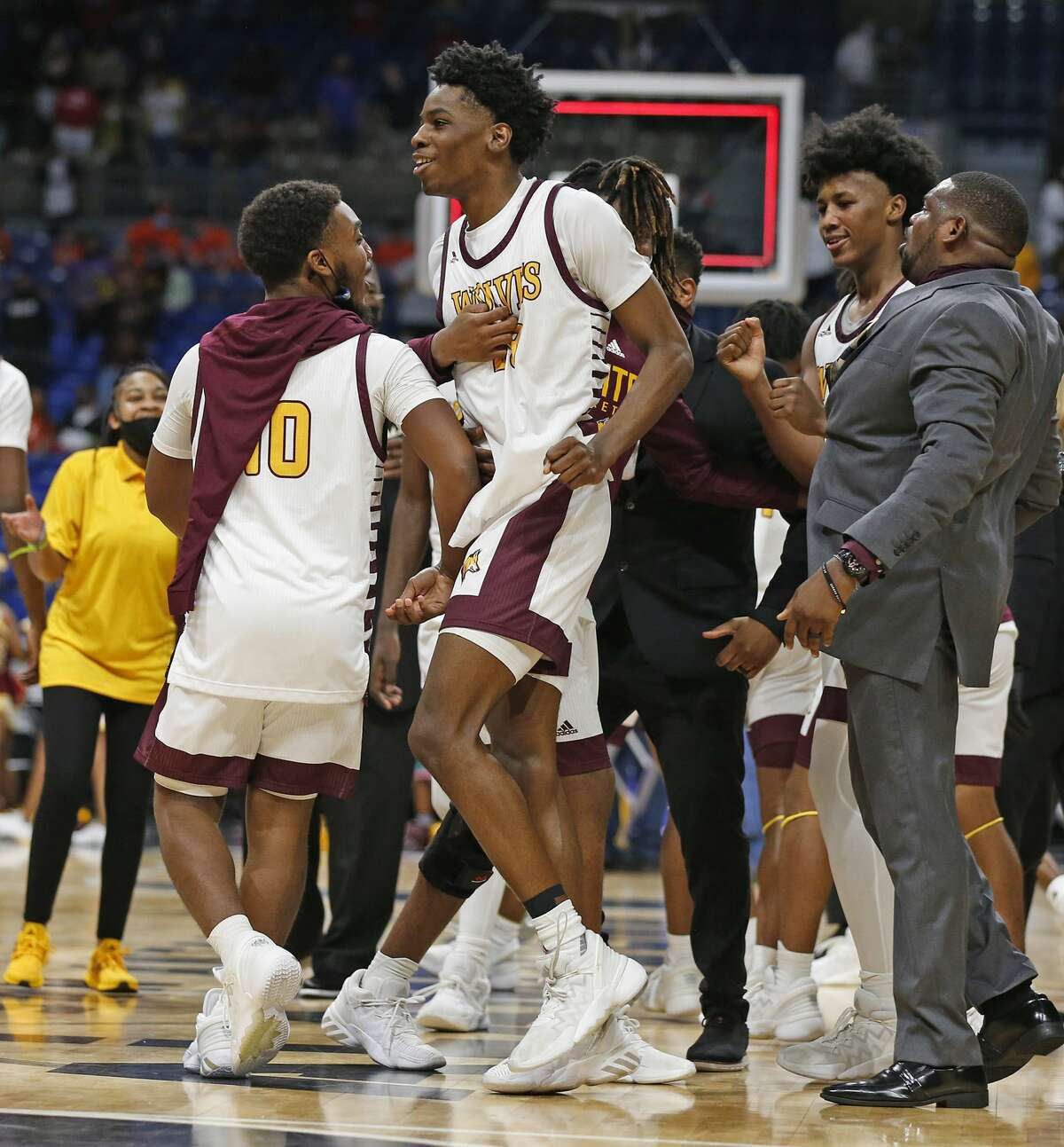 Beaumont United Terrance Arceneaux #23celebrates with teammates after hitting winning three in OT. Beaumont United vs. Dallas Kimball in Class 5A state championship at the Alamodome on Friday, 2021