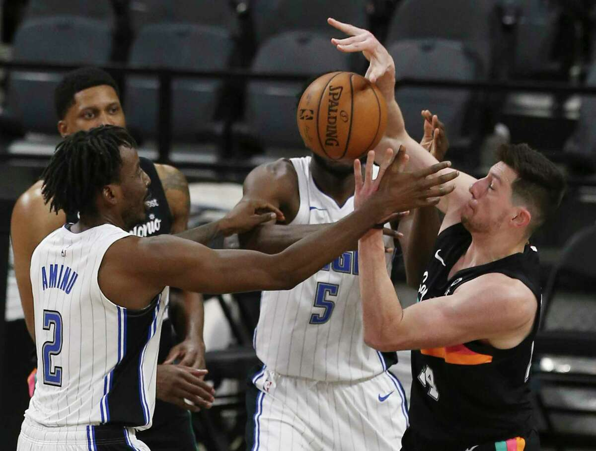 Spurs' Drew Eubanks (14) fights for a rebound against Orlando Magic's Al-Farouq Aminu (02) at the AT&T Center on Friday, Mar. 12, 2021. Spurs defeated the Magic, 104-77.
