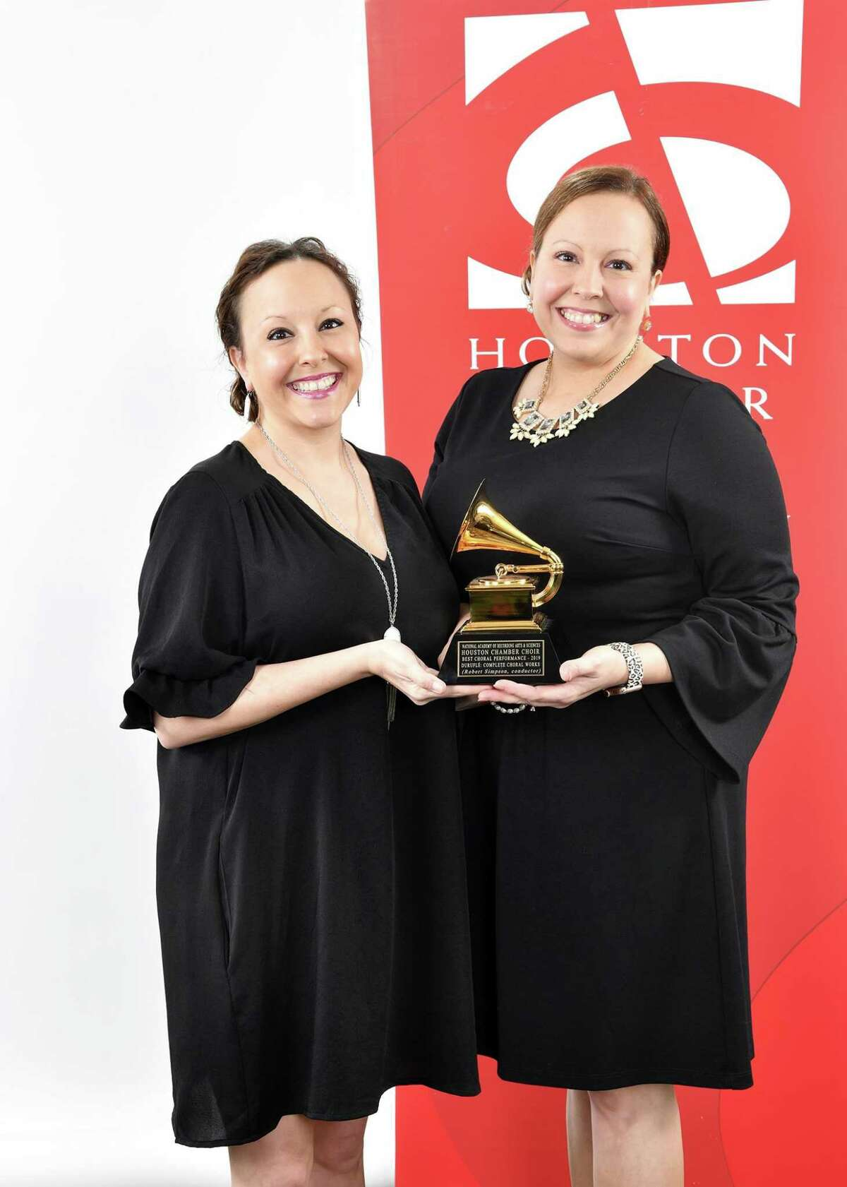 Kammi Estelle and her twin sister, Kelli Lawless (left), are both members of the Grammy award-winning Houston Chamber Choir. On Mar. 21, the Grammy award-winning Houston Chamber Choir presents A Time to Journey Inward, the fourth offering of the 2020-2021 virtual season, To Everything a Season.