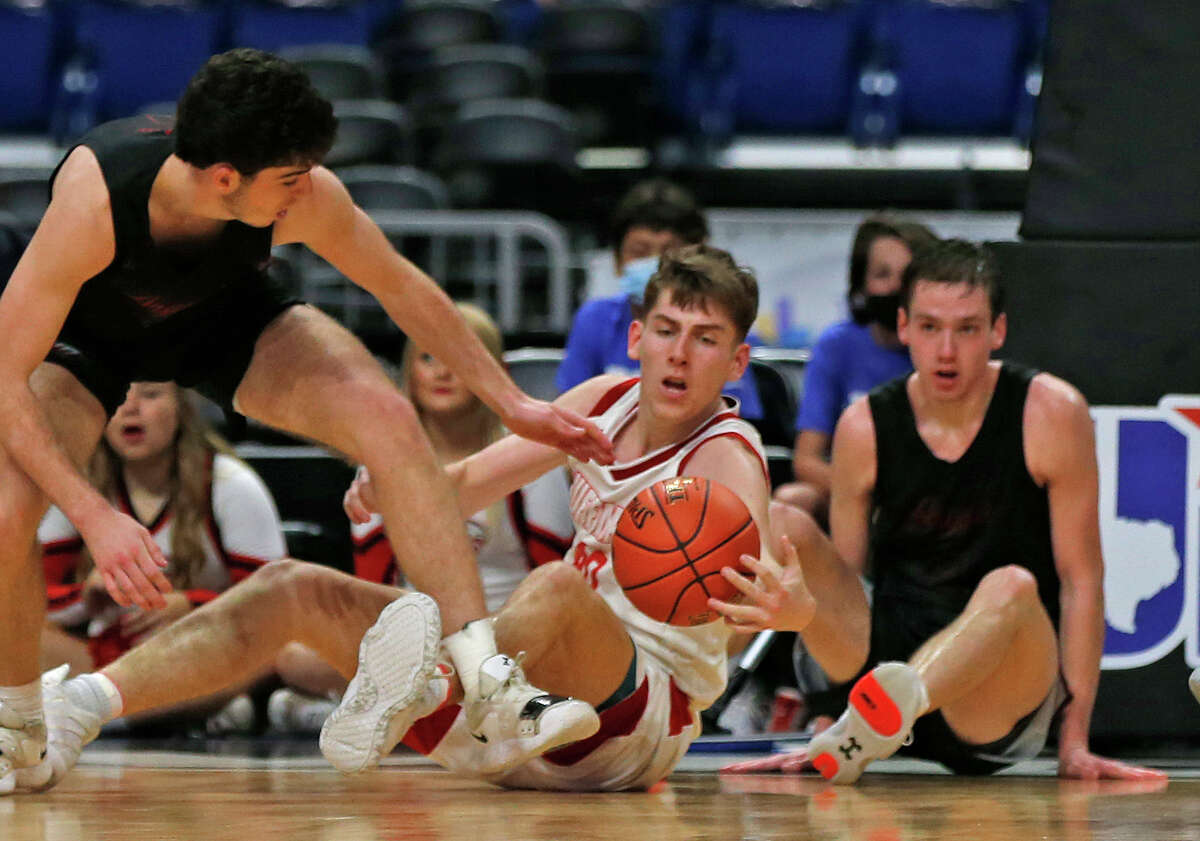 Huffman Hargrave Luke Thomas #4 loos to make a pass. Huffman vs. Argyle for Class 4A state basketball championship at the Alamodome on Saturday, March 13, 2021