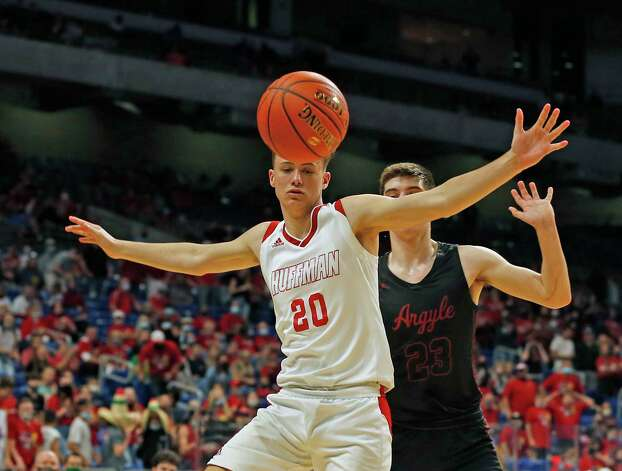 Huffman Hargrave Luke Hughes #20 watches the ball go out of bounds. Huffman vs. Argyle for Class 4A state basketball championship at the Alamodome on Saturday, March 13, 2021 Photo: Ronald Cortes/Contributor / 2021 Ronald Cortes