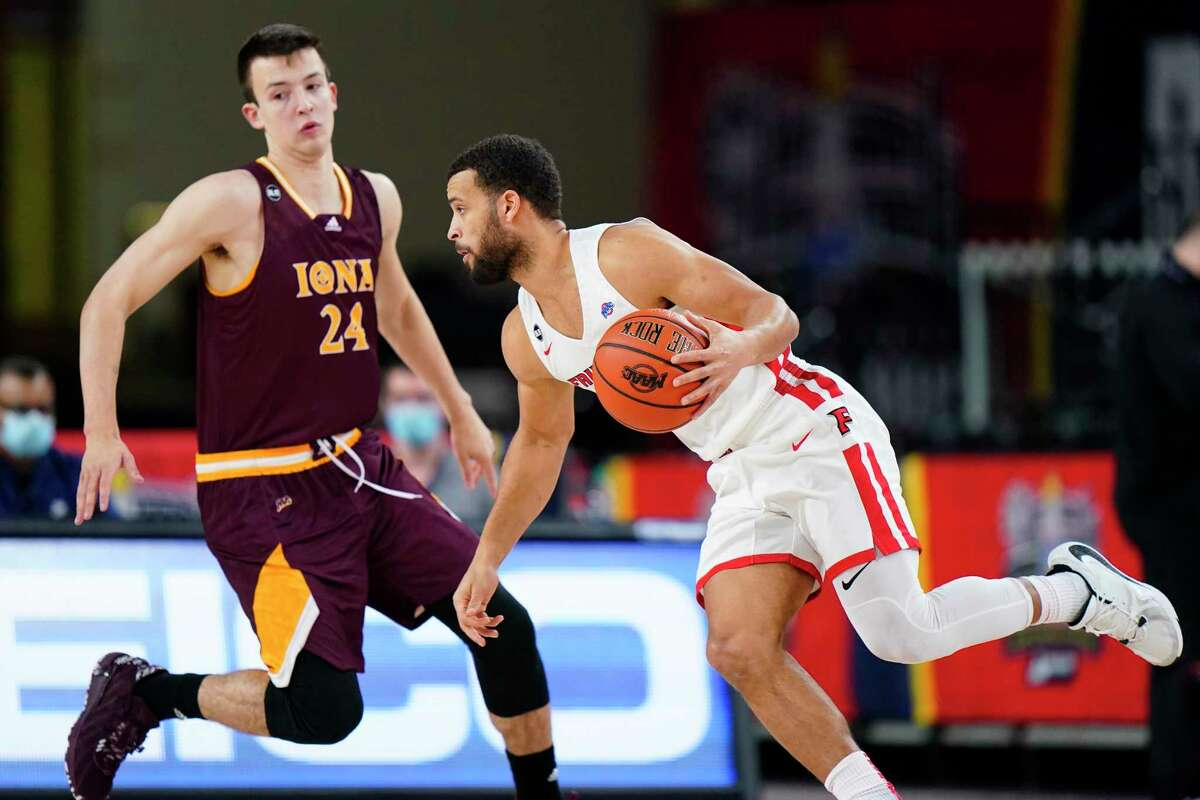Fairfield's Jesus Cruz, right, tries to get past Iona's Dylan van Eyck in the first half of the MAAC tournament final on Saturday in Atlantic City, N.J.