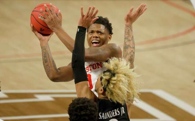 Cincinnati guard Mike Saunders (3) rebounds as Houston forward Reggie Chaney (32) and teammate Jeremiah Davenport (24) look on during the first half of an NCAA college basketball game in the final round of the American Athletic Conference men's tournament Sunday, March 14, 2021, in Fort Worth, Texas. (AP Photo/Ron Jenkins) Photo: Ron Jenkins, Associated Press / Copyright 2021 The Associated Press. All rights reserved.