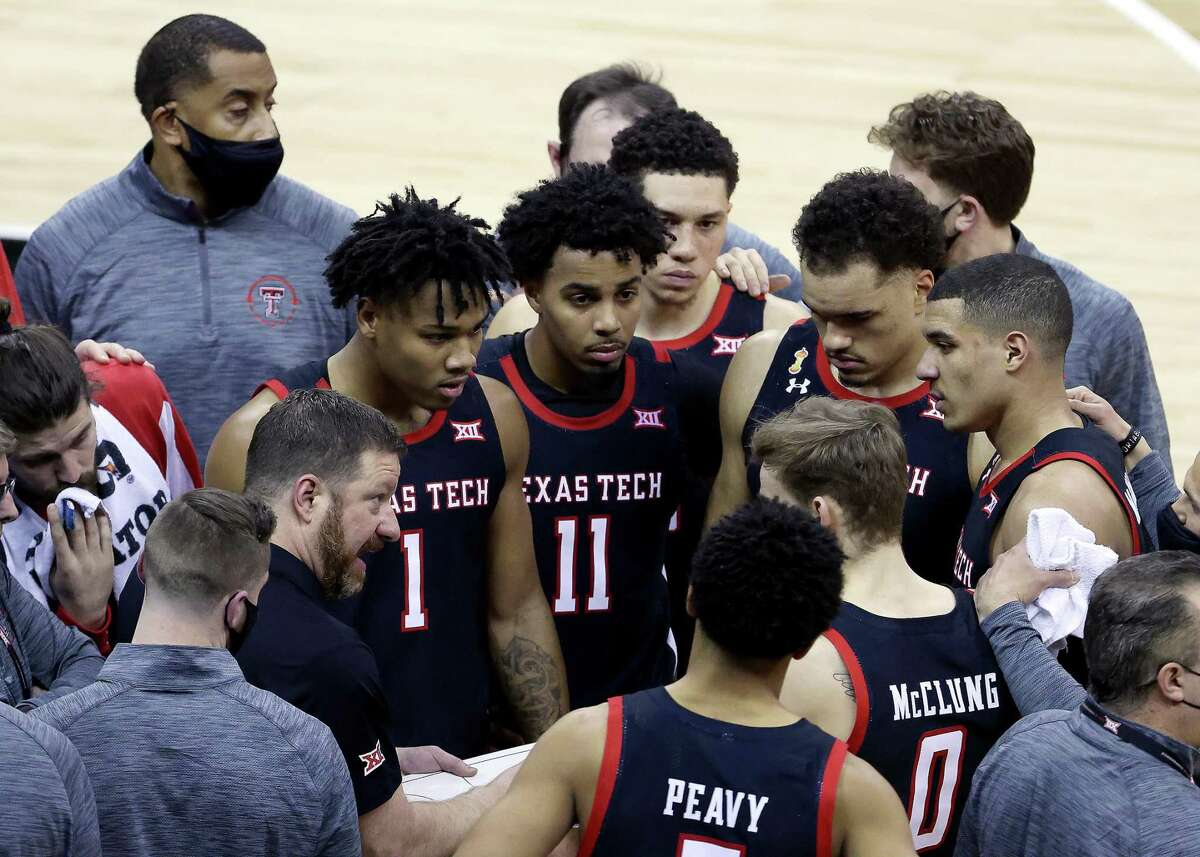 Texas Tech coach Chris Beard tries to motivate the Red Raiders in their Big 12 quarterfinal loss to Texas on Thursday when the Longhorns closed the game on a 6-0 run.