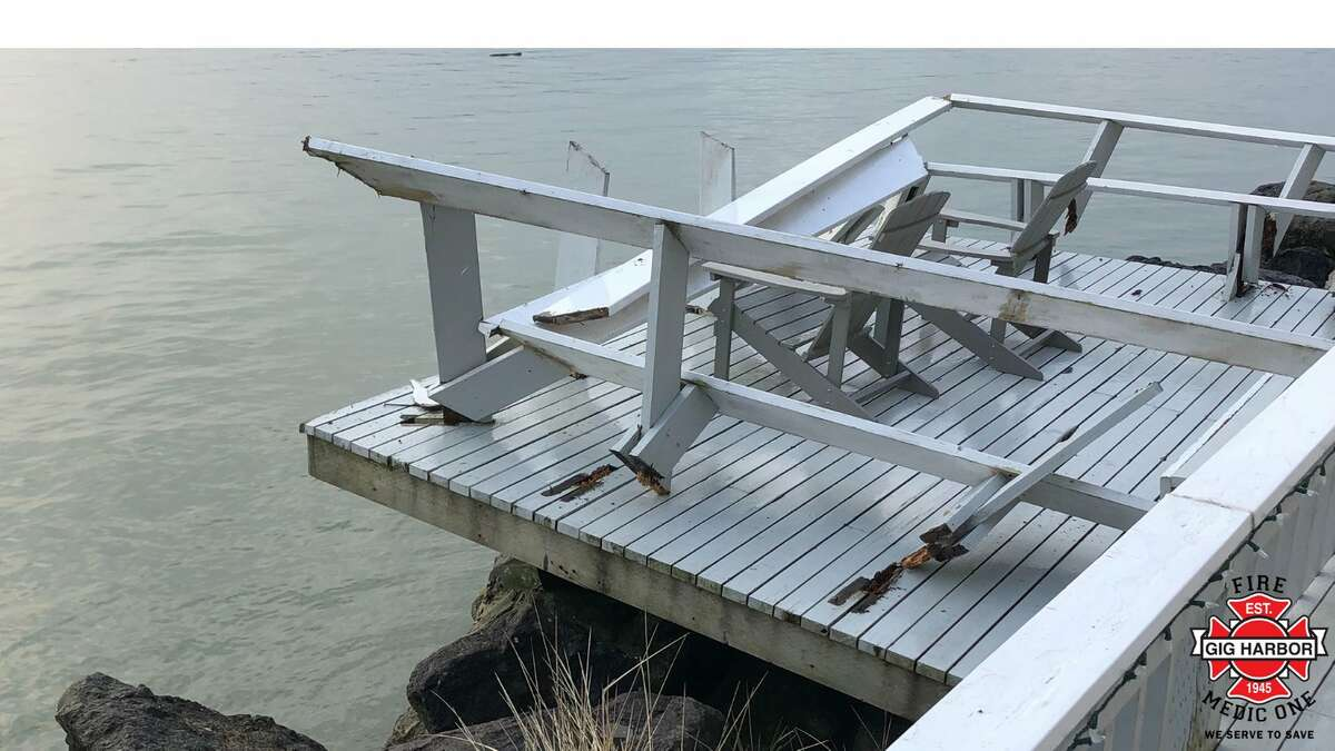 A barge struck three house on the Gig Harbor waterfront on Monday morning.