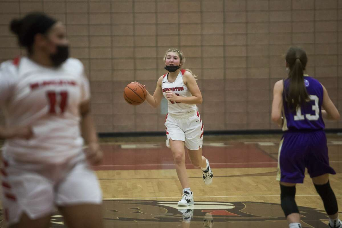 Beaverton's Mady Pahl dribbles down the court during the Beavers' game against Farwell Monday, March 15, 2021 at Beaverton High School. (Katy Kildee/kkildee@mdn.net)