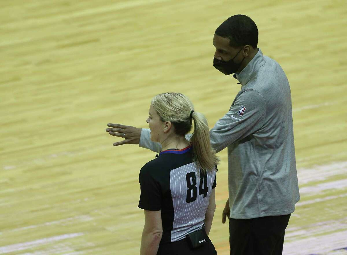 Stephen Silas was a Warriors assistant coach from 2006-10, earning notoriety for creating the pregame dribbling drills that Stephen Curry still uses.