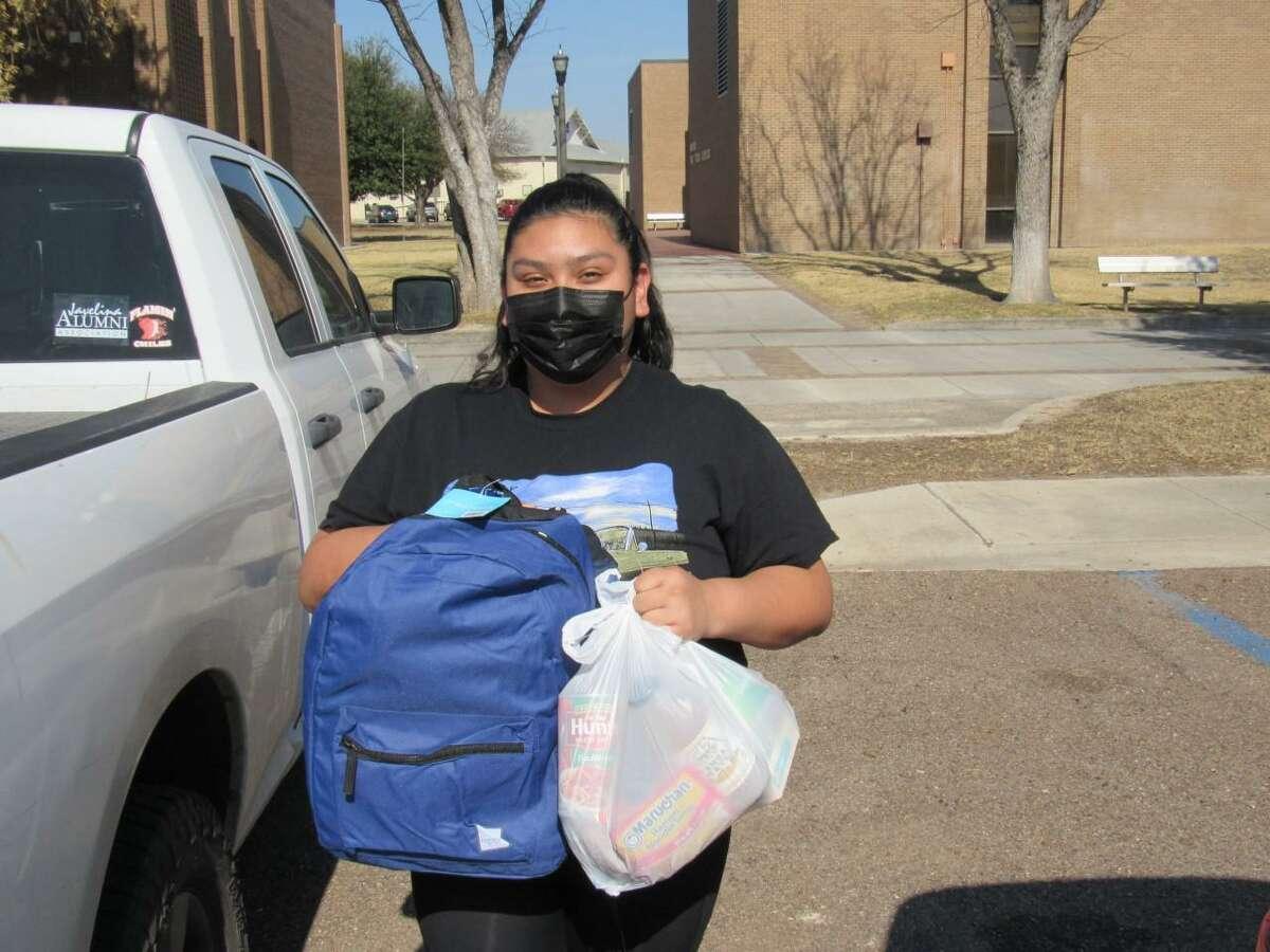 La Estación de Comercio (Trade Station) recibirá donaciones mensuales de alimentos para distribuir a los estudiantes de Laredo College.