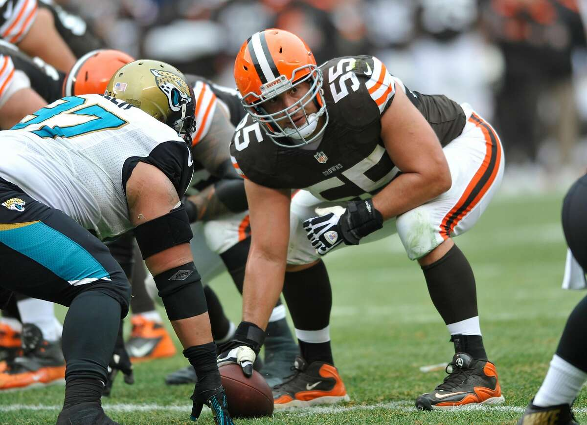 Alex Mack is expected to join the 49ers and fill the gap at center created by the anticipated retirement of Weston Richburg.