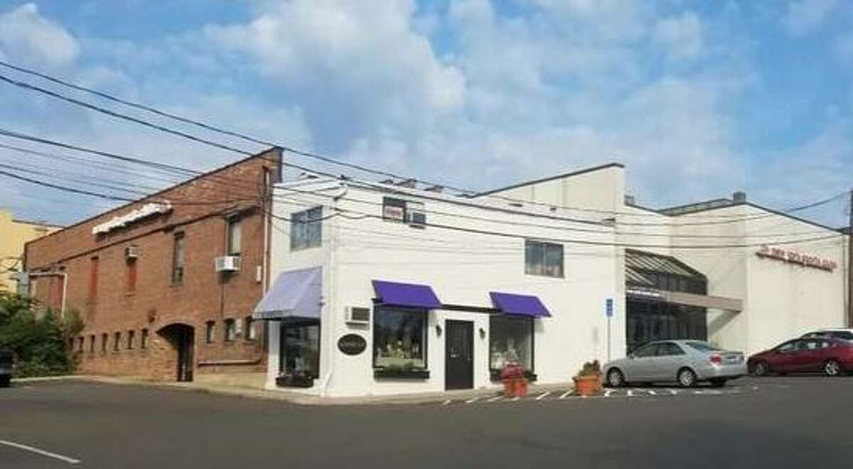 A restaurant is being proposed for the former New York Sports Club site off Lewis Street.