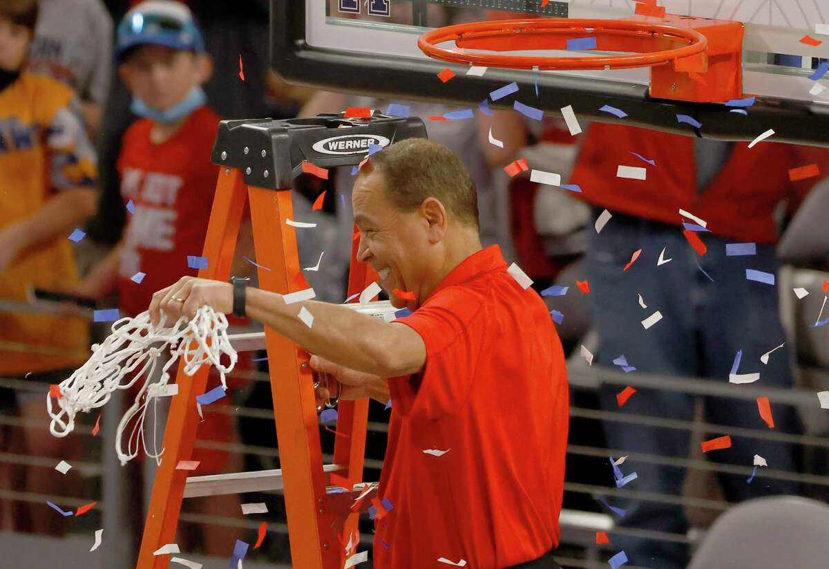 UH coach Kelvin Sampson helped cut down the net after his Cougars won this year's American Athletic Conference tournament in Fort Worth.