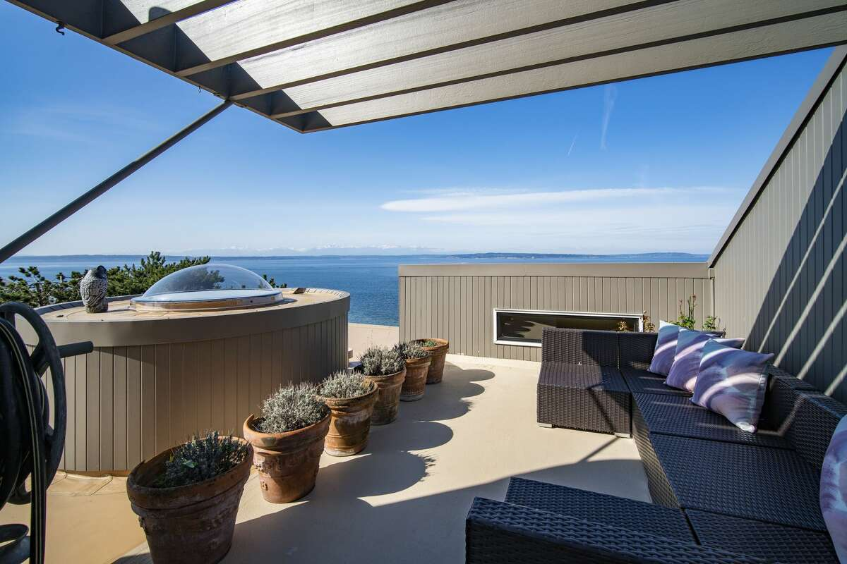 This upper level deck celebrates modern architecture and the Puget Sound.