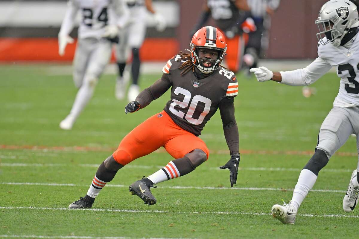 Tavierre Thomas becomes the second former Browns cornerback signed by the Texans this week.