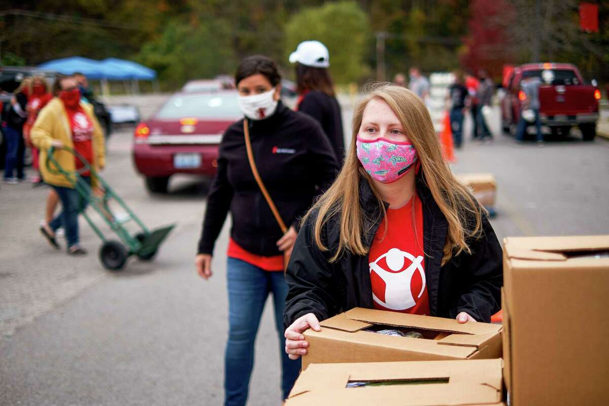 Save the Children staff, and volunteers distribute food boxes to Eastern Kentucky families recently.