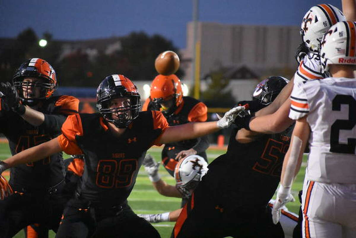 Edwardsville tight end Pierce Boyer blocks during an extra-point attempt by Jonathan Roethert against St. Charles East last season.