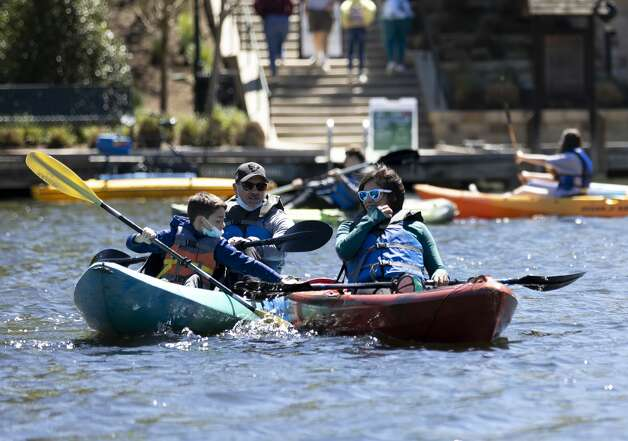 Kayakers talk amongst themselves as they paddle down The Woodlands Waterway at Town Green Park, Thursday, March 18, 2021, in The Woodlands. Temperatures through the weekend are expected to range between the 60s-70s according to the National Weather Service. Photo: Gustavo Huerta/Staff Photographer / Houston Chronicle © 2021