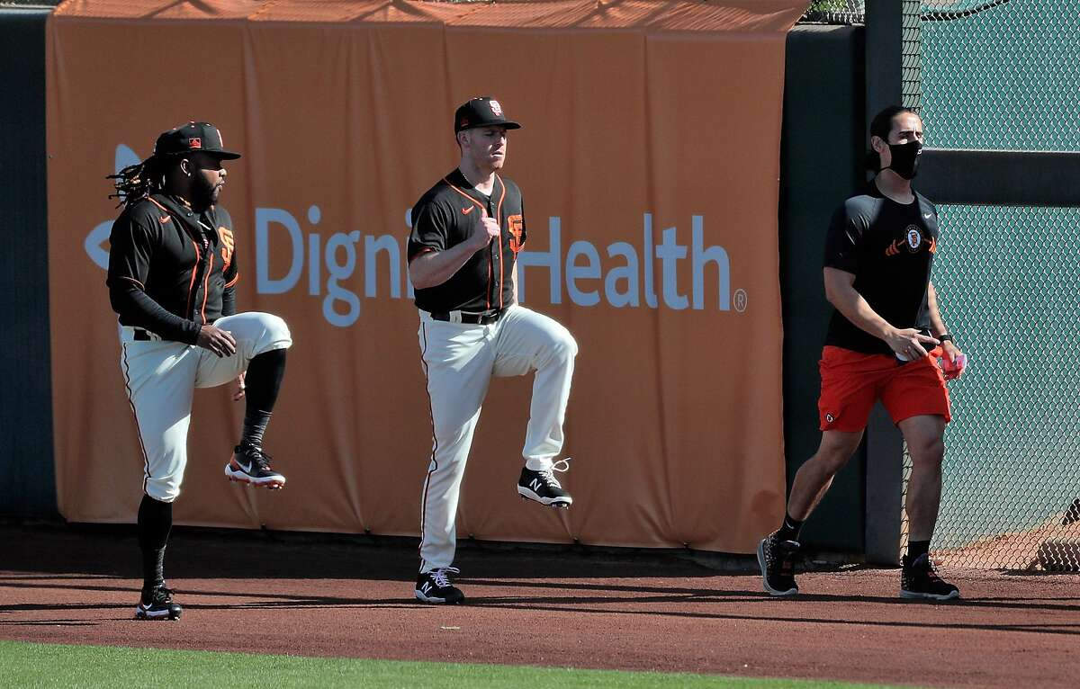 Anthony DeSclafani, center, will make his Giants debut Monday against the powerhouse Padres in San Diego.