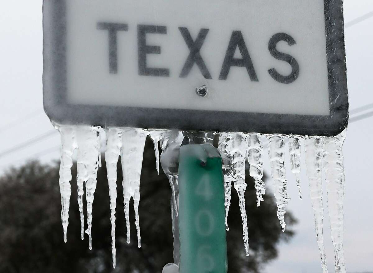KILLEEN, TEXAS - FEBRUARY 18: Icicles hang off the State Highway 195 sign on February 18, 2021 in Killeen, Texas. Winter storm Uri has brought historic cold weather and power outages to Texas as storms have swept across 26 states with a mix of freezing temperatures and precipitation. (Photo by Joe Raedle/Getty Images)