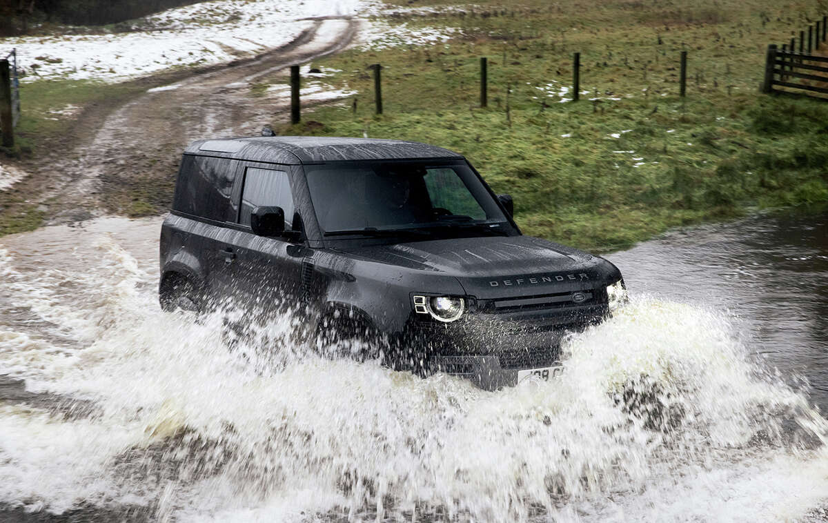The 90 is the short-wheelbase version in the Defender lineup. The 4x4 can wade through 35.4 inches of water.