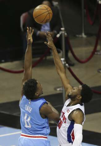 Houston Rockets forward Jae'Sean Tate (8) aims for the basket while Detroit Pistons guard Josh Jackson (20) is trying to block him during the second quarter of the NBA game Friday, March 19, 2021, at Toyota Center in Houston. Photo: Yi-Chin Lee/Staff Photographer / © 2021 Houston Chronicle