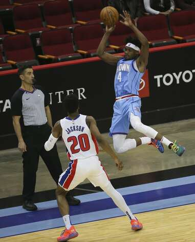 Houston Rockets forward Danuel House Jr. (4) passes the ball over Detroit Pistons guard Josh Jackson (20) on the edge of the court during the fourth quarter of the NBA game Friday, March 19, 2021, at Toyota Center in Houston. Photo: Yi-Chin Lee/Staff Photographer / © 2021 Houston Chronicle
