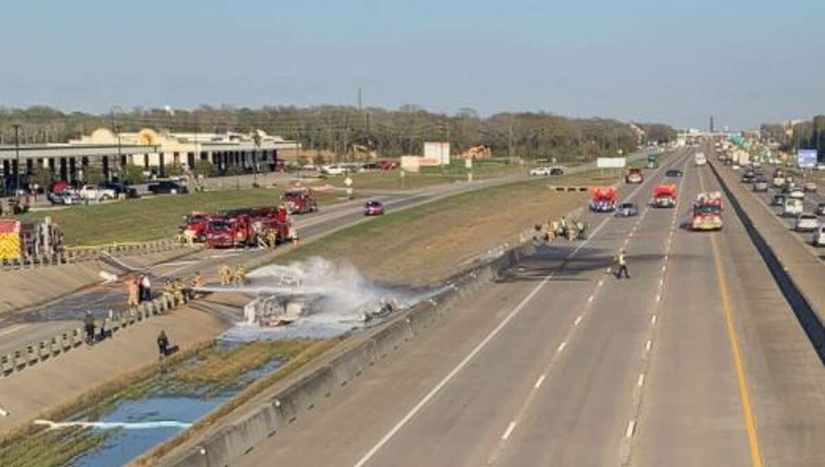 One person died in a three-vehicle crash Friday evening on I-10 in Fort Bend County, according to police.