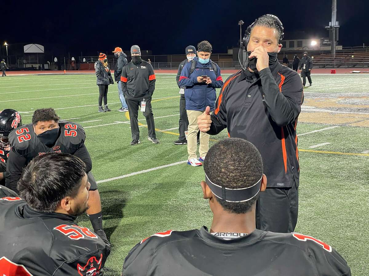 Pittsburg coach Victor Galli addresses his team after the Pirates' victory over Freedom-Oakley on Friday night.