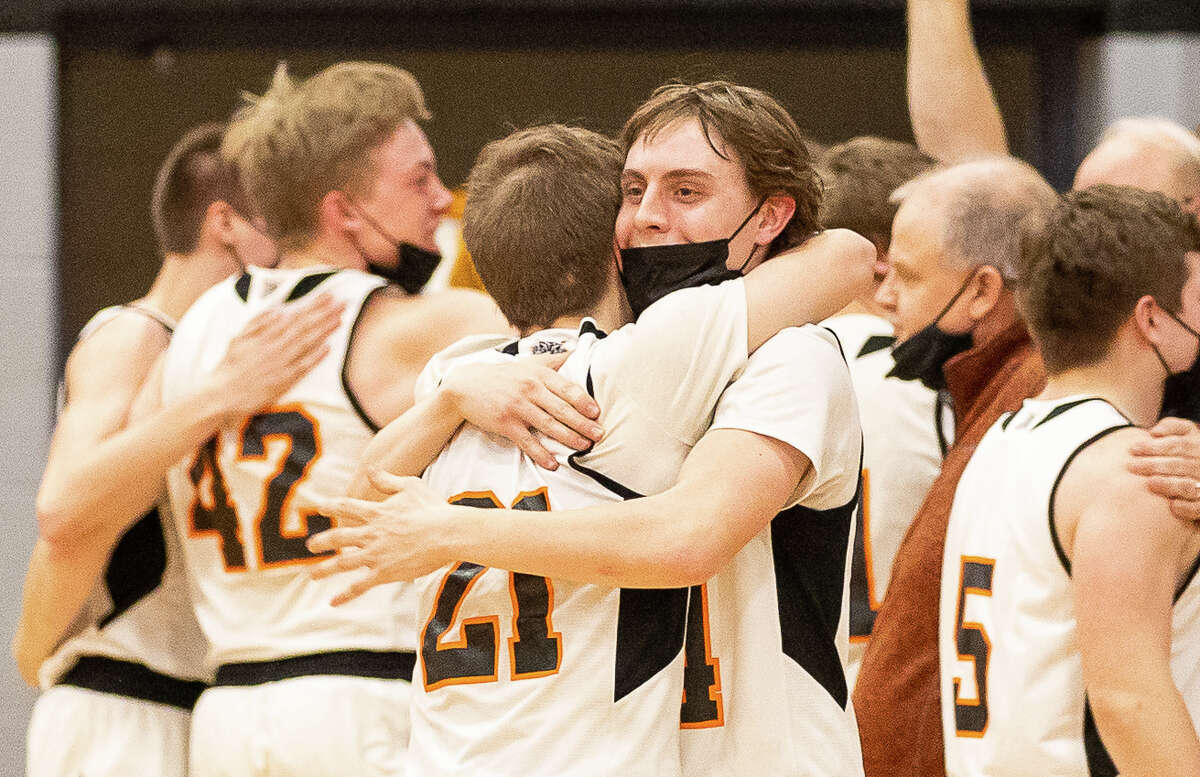 The Ubly boys basketball team topped Harbor Beach, 35-33, on Friday night to claim an outright Greater Thumb Conference East title.