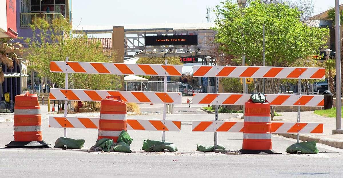 La entrada hacia México desde Estados Unidos a través del Puente Internacional Portal de las Américas permanece cerrado el 18 de marzo de 2021.