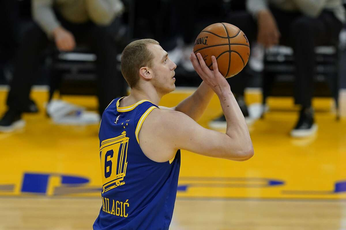 Golden State Warriors forward Alen Smailagic (6) during an NBA basketball game against the Los Angeles Lakers in San Francisco, Monday, March 15, 2021. (AP Photo/Jeff Chiu)