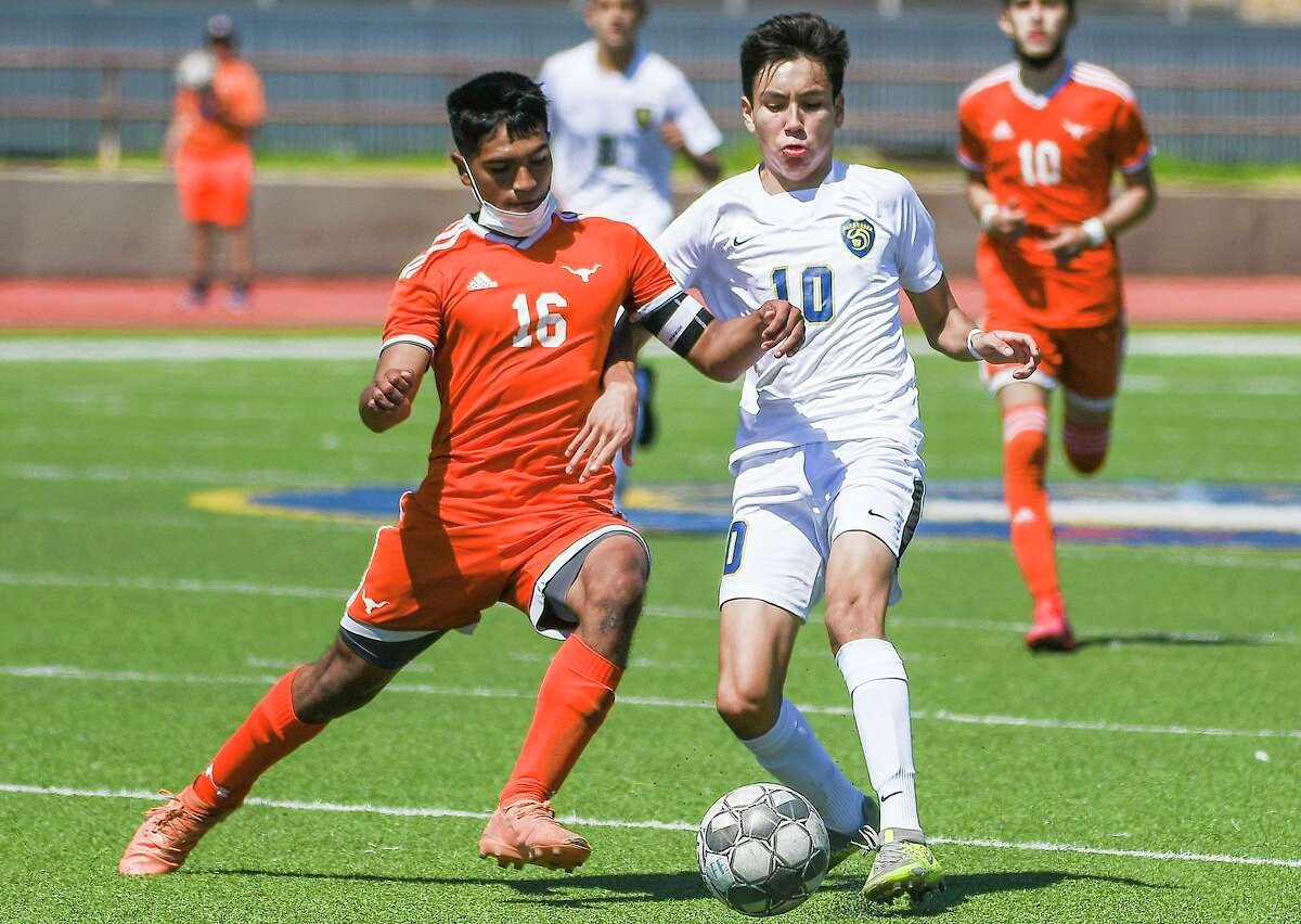 United dominated Alexander on Saturday as the Longhorns won 5-1.