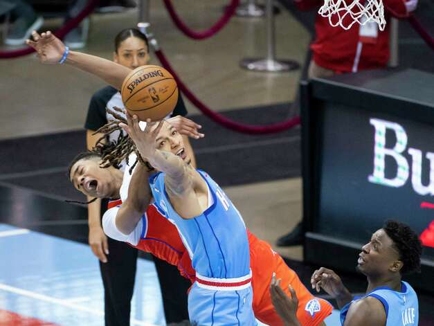 Houston Rockets forward D.J. Wilson (00) tries to grab a rebound during the fourth quarter of an NBA game between the Houston Rockets and Oklahoma City Thunder on Sunday, March 21, 2021, at Toyota Center in Houston, TX. Photo: Mark Mulligan, Staff Photographer / © 2021 Mark Mulligan / Houston Chronicle