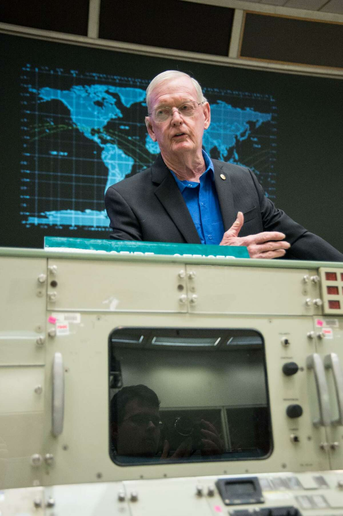 Former NASA flight director Glynn Lunney spoke to a group of high school students in the old Apollo Mission Control Center on July 28, 2015.