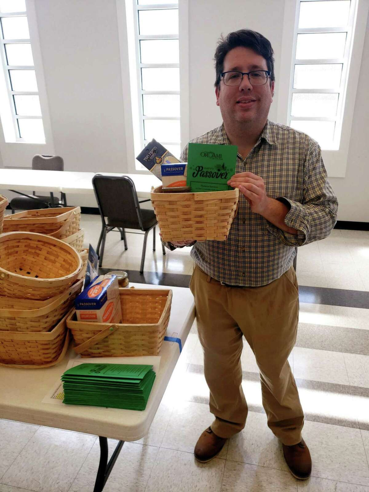 Rabbi Gideon Estes of Congregation Or Ami prepares Passover kits for the communal Seder that will be held through Zoom on Sunday, March 28.