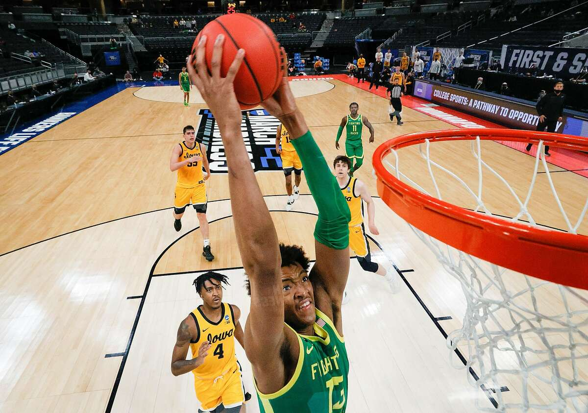 Chandler Lawson jams home his only two points of the game in the Ducks' win over Iowa. Oregon next faces USC.