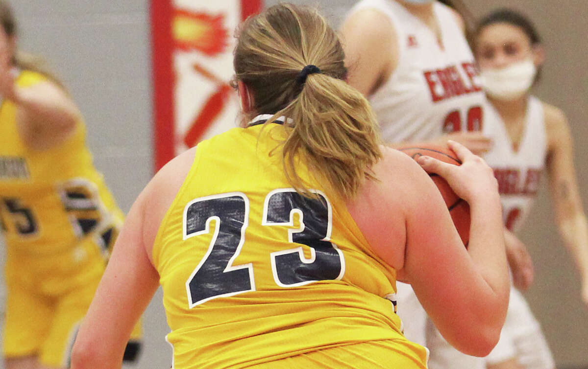 The North Huron girls basketball team tipped off its quest for a state championship on Monday night with a 39-23 victory over Caseville at Ubly High School.