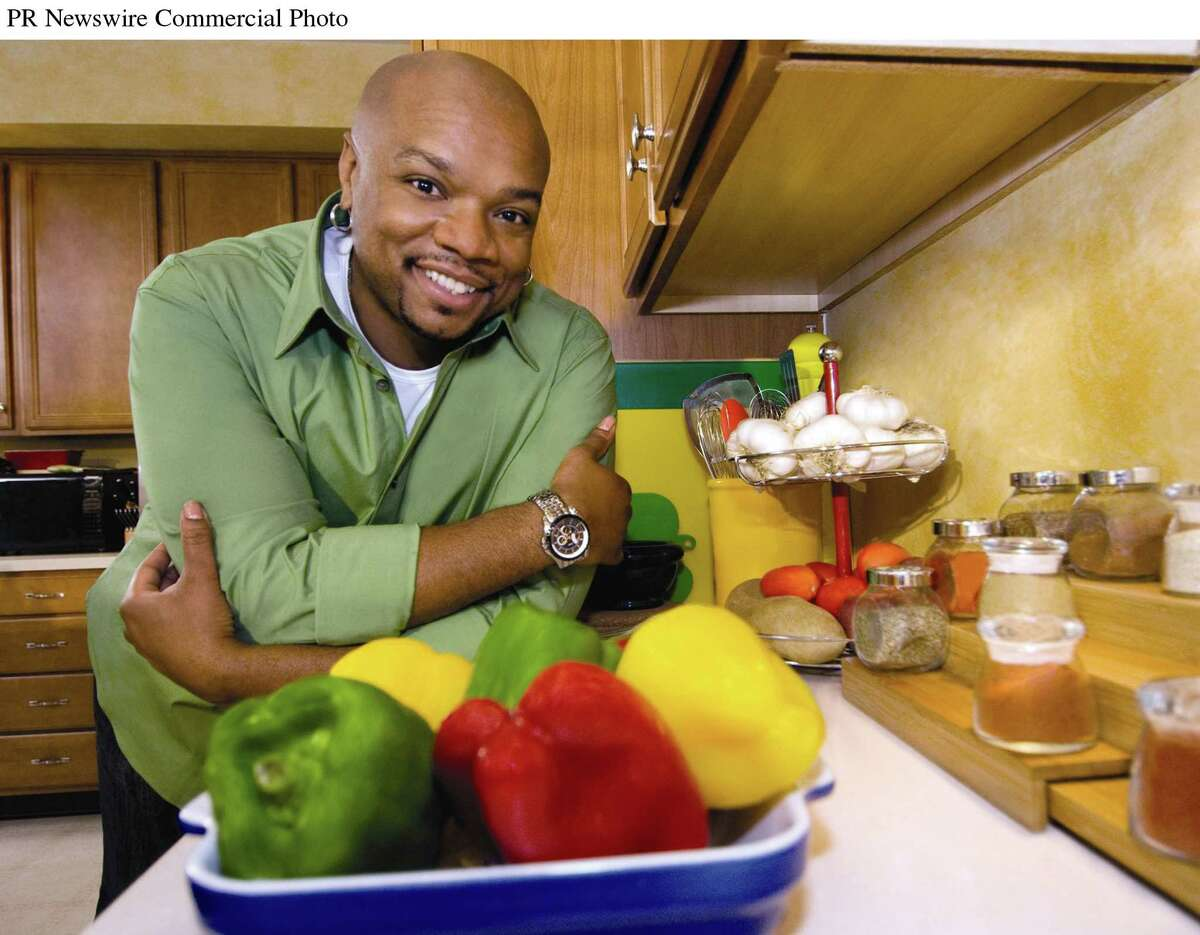 Former Food Network chef Aaron McCargoJr. will lead a virtual cooking session for Albany's Wine & Dine for the Arts festival on April 17, 2021. (PRNewsFoto/Share Our Strength)