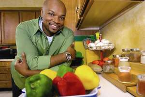 Former Food Network chef Aaron McCargo Jr. will lead a virtual cooking session for Albany's Wine & Dine for the Arts festival on April 17, 2021. (PRNewsFoto/Share Our Strength)