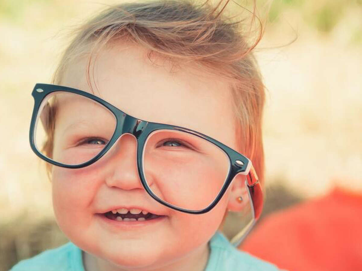 Looking to purchase cheap glasses and contacts online? Check out these offers from DiscountContactLenses.com and Discountglasses.com.