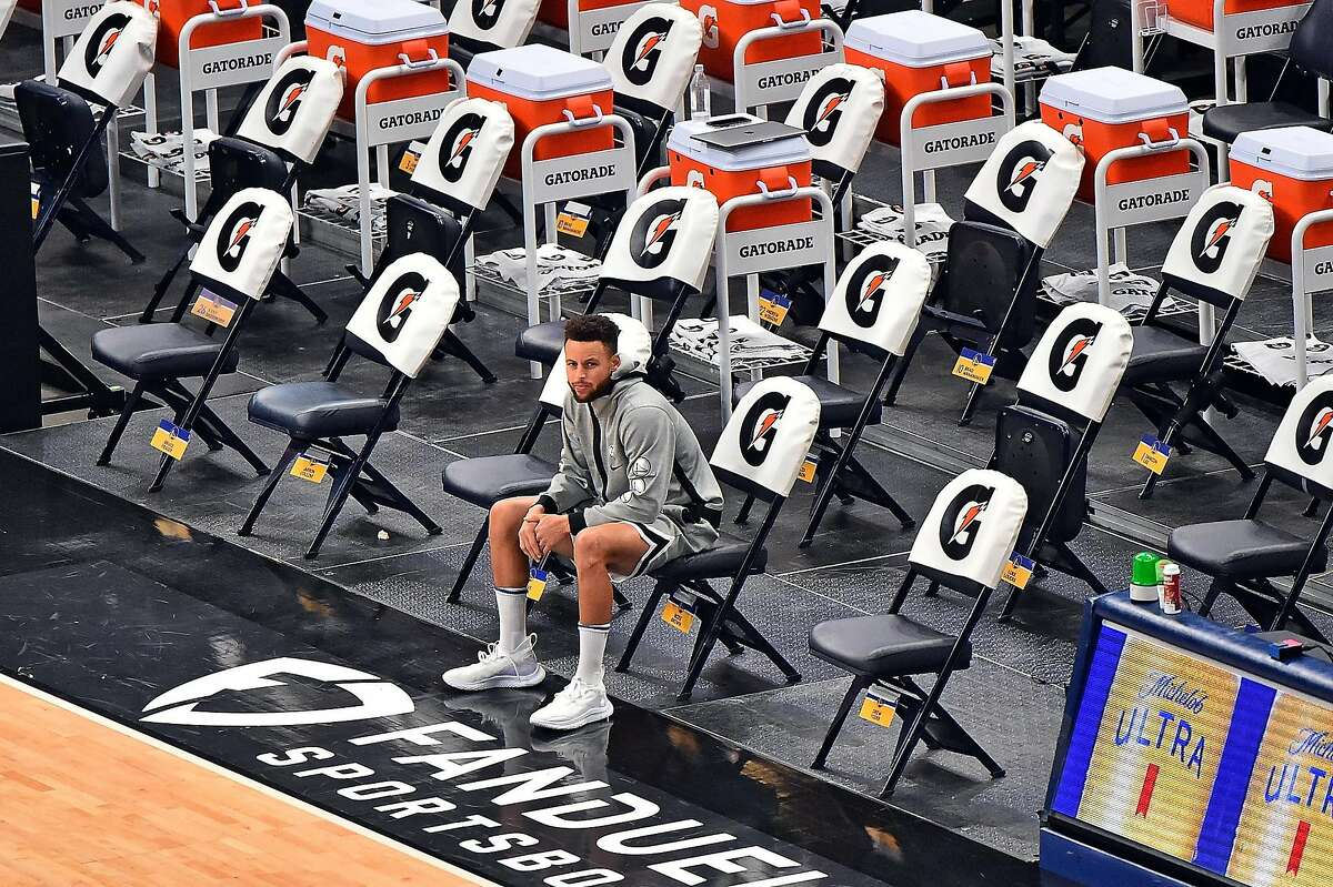 MEMPHIS, TENNESSEE - MARCH 19: Stephen Curry #30 of the Golden State Warriors sits on the bench prior to the game against the Memphis Grizzlies at FedExForum on March 19, 2021 in Memphis, Tennessee.NOTE TO USER: User expressly acknowledges and agrees that, by downloading and or using this photograph, User is consenting to the terms and conditions of the Getty Images License Agreement. (Photo by Justin Ford/Getty Images)