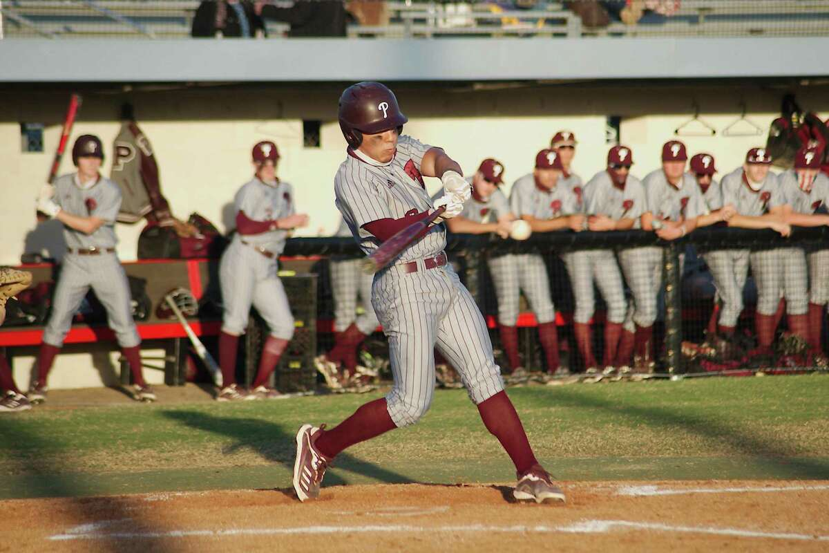 Pearland's Cameron Ponce (6) drove in two runs Tuesday night in the Oilers' District 23-6A victory.