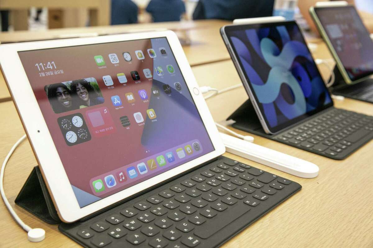 Migrating apps to a new iPad from an old one can be a tedious process, but a third-party program makes it easier.