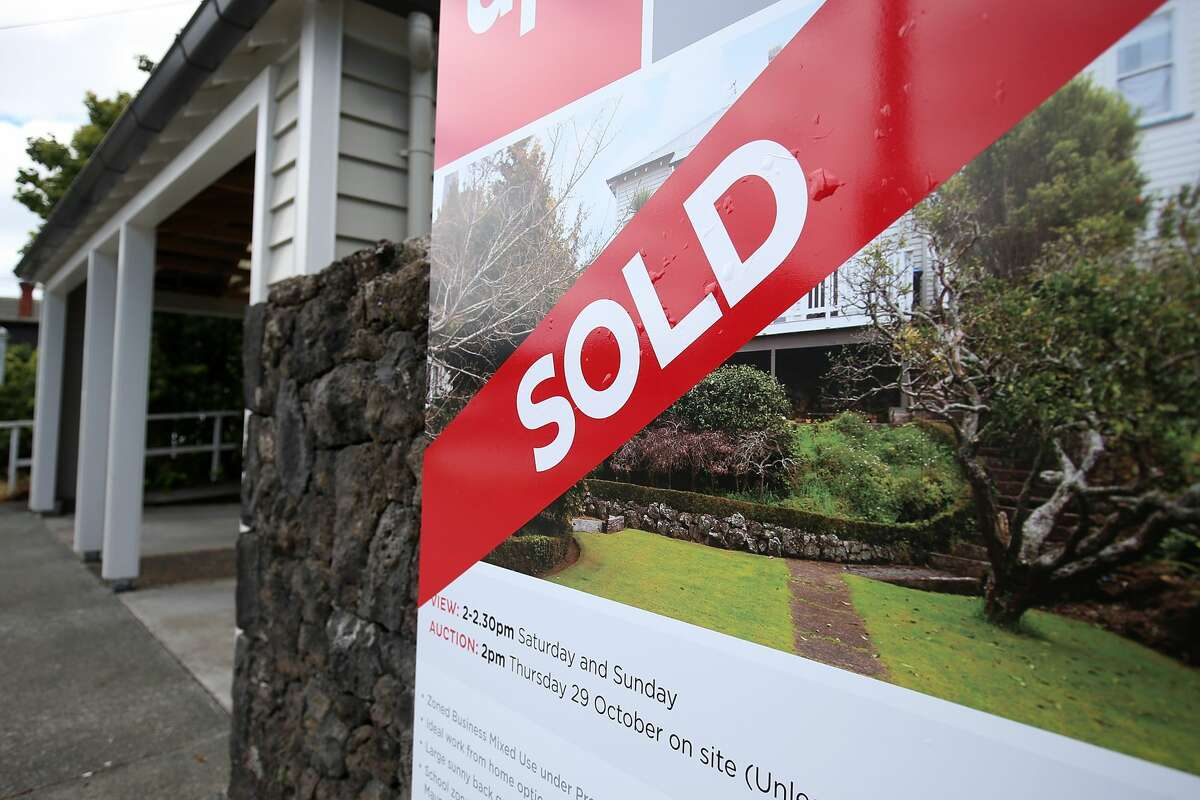A new report from Niche ranked the top places in the Seattle area to buy a house in 2021.