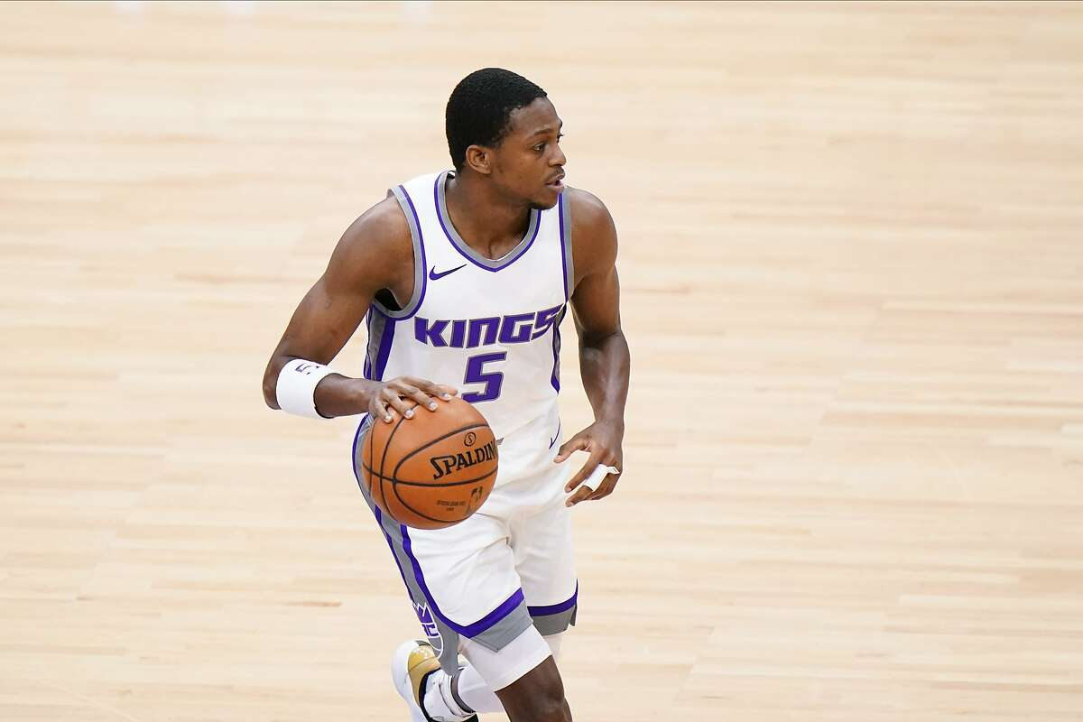 The Warriors take on De'Aaron Fox and the Kings in Sacramento at 7 p.m. Thursday (NBCSBA/95.7).