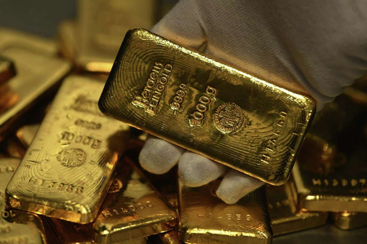 Is gold is a good investment? Only if you prefer a 10-year return of 15 percent over 257 percent.