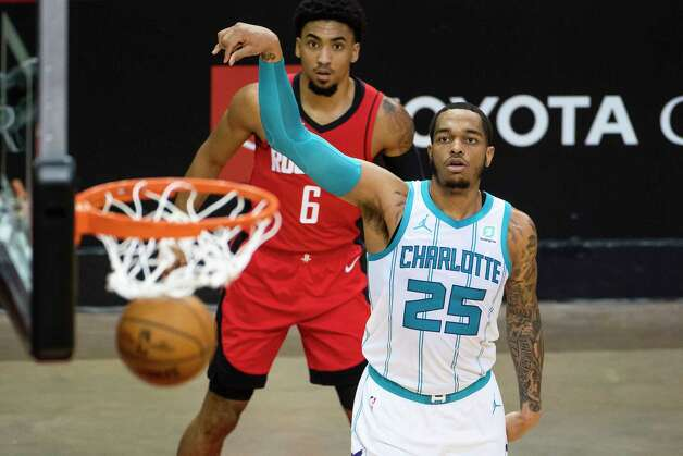 Houston Rockets forward Kenyon Martin Jr. (6) watches as Charlotte Hornets forward P.J. Washington (25) makes a three point shot during the first quarter of an NBA game between the Houston Rockets and Charlotte Hornets on Wednesday, March 24, 2021, at Toyota Center in Houston. Photo: Mark Mulligan, Staff Photographer / © 2021 Mark Mulligan / Houston Chronicle