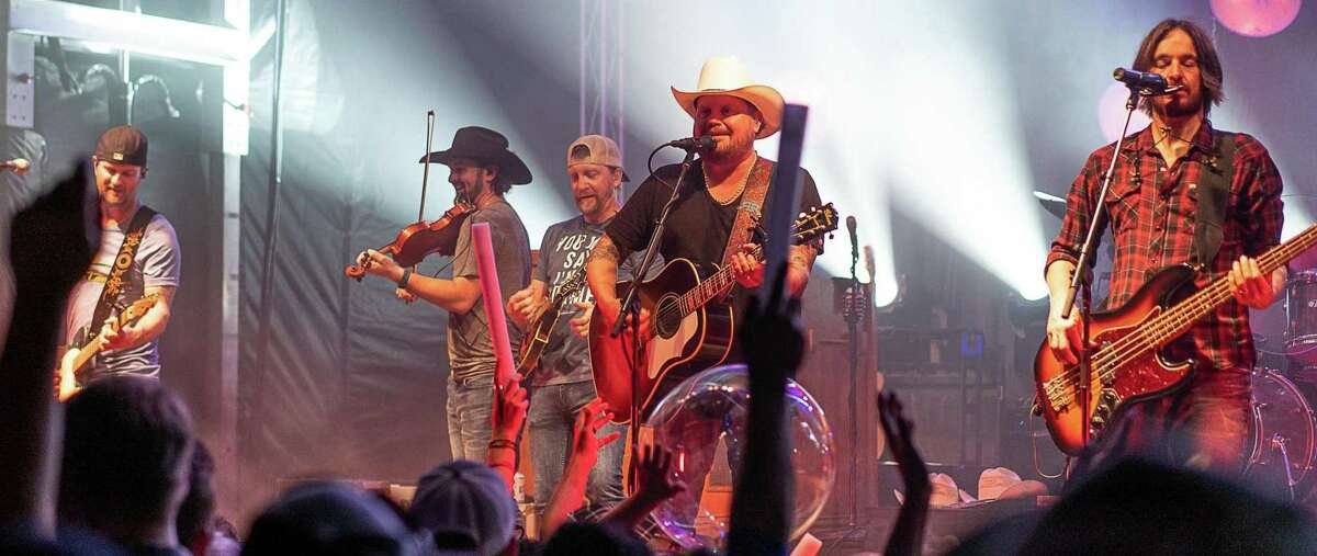 The Randy Rogers Band will play Floore's this weekend.