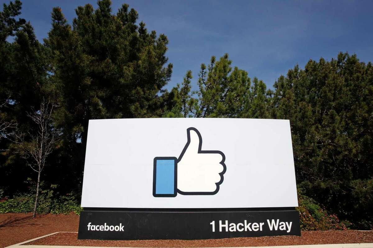 Facebook announced Thursday that it will not have employees return to its U.S. offices, including its headquarters in Menlo Park, until January.